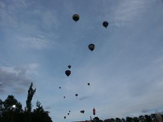 baloons_en_masse.jpg